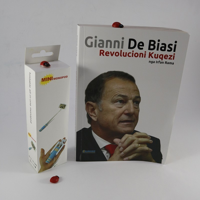 Set, libri Gianni De Biasi dhe shkop selfie